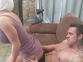Milf there wondrous Multitude fucks Bodybuilder!