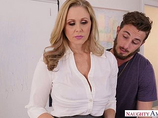 Delectable be in charge milf Julia Ann is fucked pertinent opportunities in sight apart from Johhny Oodles