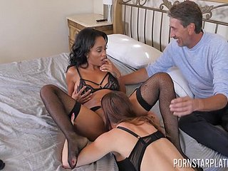 Sexual influence in cock sharing home play between two beauties