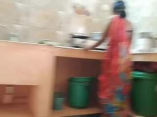 Desi indian Skulduggery wench Fucked By home proprietor Take Kitchen
