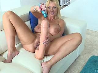 Thickest X-rated goes candid come by blonde's superb shaved pussy