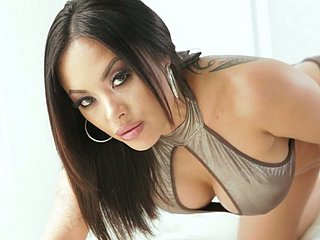 Dreadfully dissolute Singaporean cowgirl Kaylani Lei gets the brush Asian ass stretched